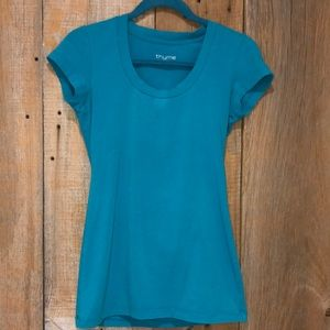 Thyme maternity scoop neck tee size S